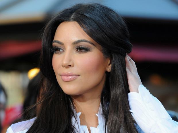 Ким Кардашьян блеснула шикарной фигурой вбикини