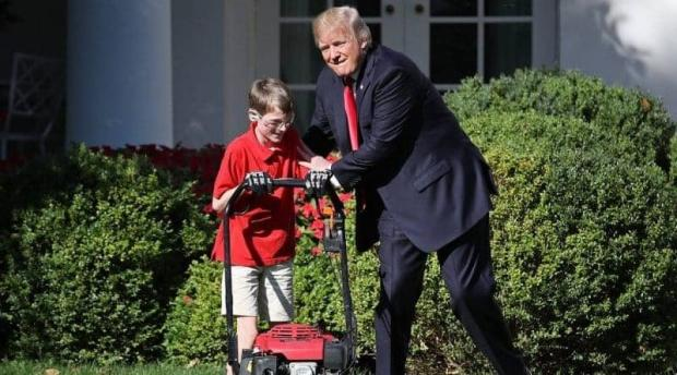 Газонокосильщиком Белого дома стал 11-летний парень