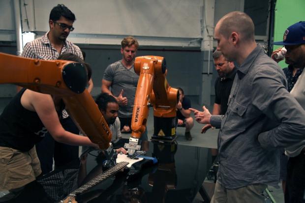 Музыкальная группа из индустриальных роботов взорвала YouTube