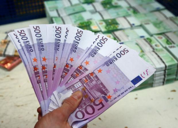 ВЖеневе канализацию банка засорили купюрами по500евро
