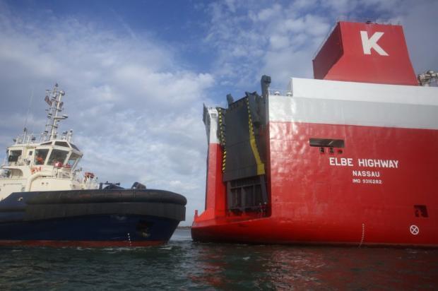 Английские гринписовцы захватили корабль стысячами дизельных авто