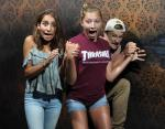 Смешные фото: как выглядят лица людей в момент прохождения Комнаты Страха