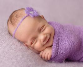 Улыбающиеся спящие младенцы: трогательный фотопроект умиляет пользователей Сети