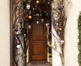 Хэллоуин: как оригинально украсить входную дверь к празднику