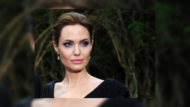 Анджелина Джоли приручила гепардов в новейшей  фотосессии