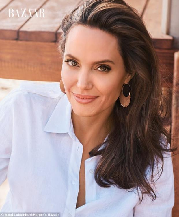 Анджелина Джоли вдерзком одеяние томно позирует сгепардами! Фото— Хищная красота