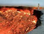 *Врата Ада* — горящий газовый кратер посреди пустыни ( Туркменистан)