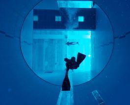 40 метров погружения: захватывающее видео прыжка в самый глубокий бассейн мира