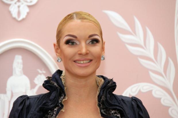 Пьяная Анастасия Волочкова опоздала насамолет после концерта вЧереповце