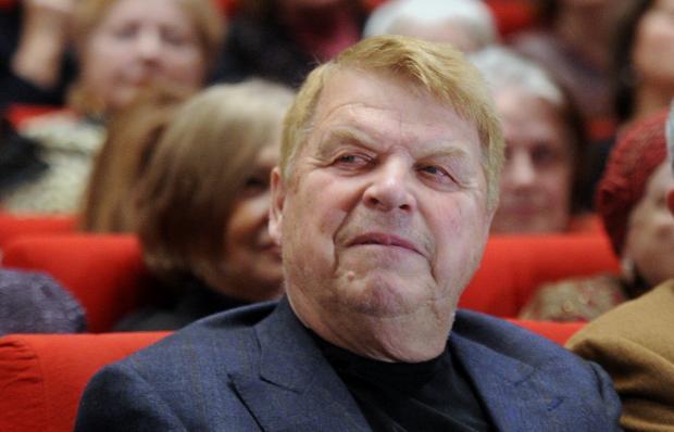 Впервый раз после перенесенного инсульта заговорил артист Михаил Кокшенов