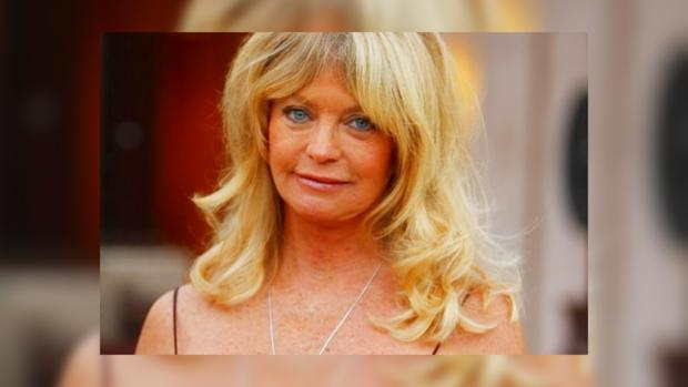 Известная актриса Голди Хоун попала в объективы папарацци в Санта-Монике 6cee91abd3ac4