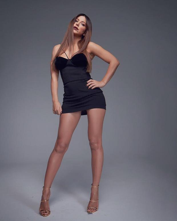 Ани Лорак продемонстрировала невероятно длинные ноги в ... 1782e0096c9ea