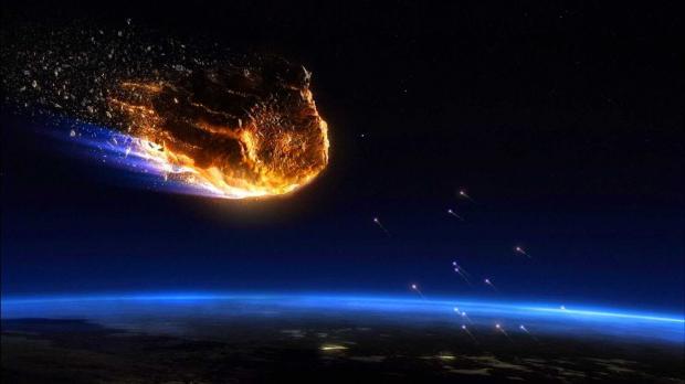 Показали, как вночном небе упал метеорит