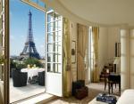 Номер с видом на Эйфелеву Башню в Shangri-La Hotel, Париж, Франция.