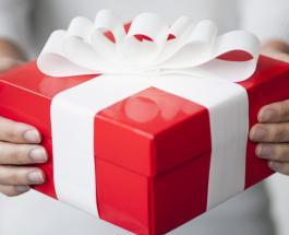 Упаковка подарков к Новому году: звезды на обложке