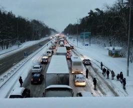 Снегопад в Киеве: что творится на дорогах столицы и как расчищают дороги