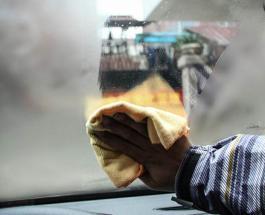 Как простой носок поможет избавиться от запотевания стекол в авто