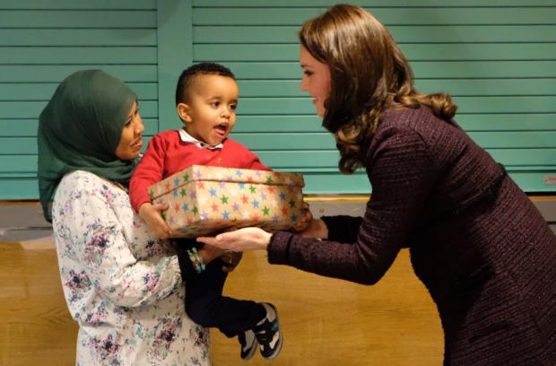 Кейт Миддлтон в старом пальто посетила благотворительную рождественскую вечеринку