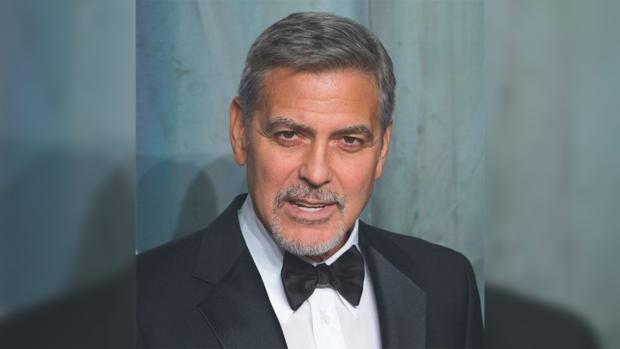 Джордж Клуни подарил пассажирам самолета наушники чтобы защитить их от крика близнецов