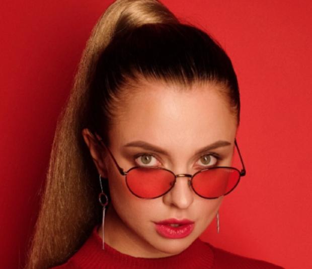 Эстрадная певица изСмелы возглавила русский чарт iTunes
