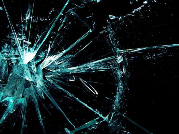 Японцы создали стекло, которое регенерирует трещины