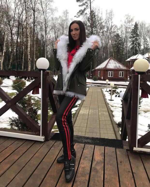 Внедалеком прошлом обрученная сДмитрием Тарасовым Анастасия Костенко показала округлившийся живот