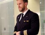 Новая звезда Инстаграм: самый красивый в мире пилот стал безумно популярным в Сети