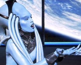 Пятый элемент: как сейчас выглядит и чем занимается актриса сыгравшая Диву Плавалагуну