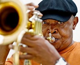 Умер основатель южноафриканского джаза Хью Масекела после борьбы с раком