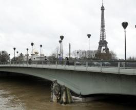Париж в воде: Сена затопила станции метро и оставила дома без света