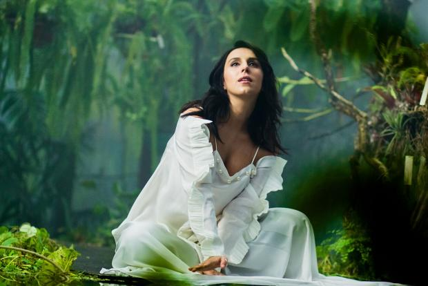 Джамала: беременная певица показала свой чудесный мир снявшись в атмосферной фотосессии