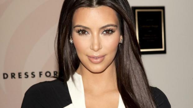 Ким Кардашьян показала редкое фото допластики