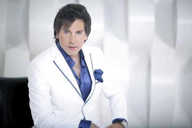 Авраам Руссо: певец просит поклонников помочь маленькому мальчику в борьбе с тяжелым недугом