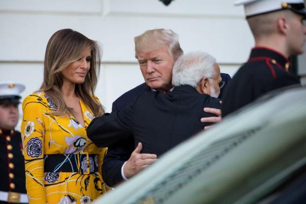 Дональд Трамп: какие подарки получили и вручили президент и первая леди США