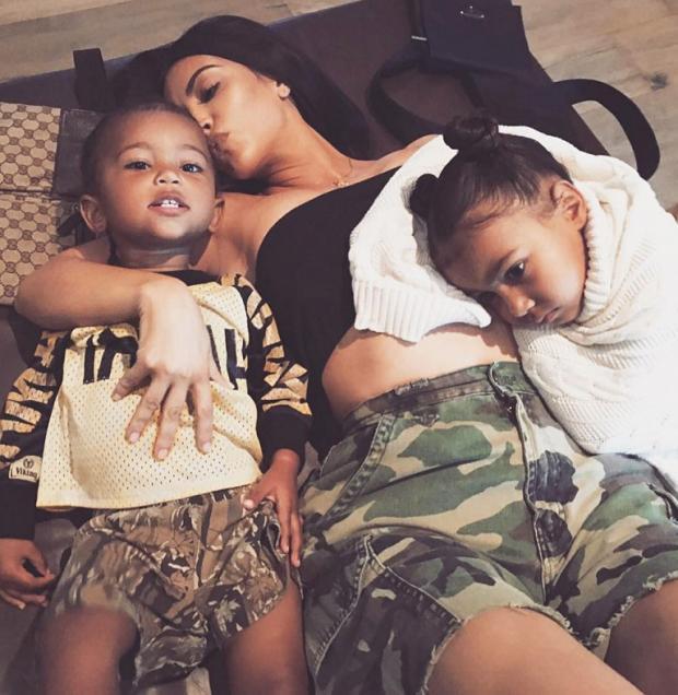 Ким Кардашьян может назвать новорожденную дочь вчесть популярного бренда