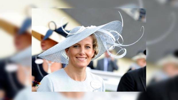 Невестка Елизаветы II спасла ребенка во время визита в Бангладеш