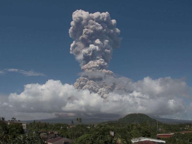 Произошел сильный взрыв в самом активном вулкане Филиппин: ожидается опасное извержение