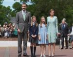 Испания: Король Фелипе VI и королева Летиция с детьми