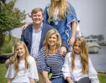 Нидерланды: Королевская чета Виллем-Александр и Максима и их дети Амалия, Алексия и Ариана