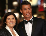 Мама Криштиану Роналду раскрыла семейную тайну связанную с рождением будущего футболиста