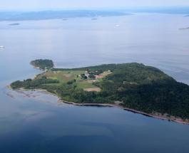 """Необычная тюрьма в Норвегии: как особо опасные преступники живут на """"острове свободы"""""""