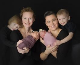 Нетрадиционная семья: мамы двух пар двойняшек устроили детям трогательную фотосессию
