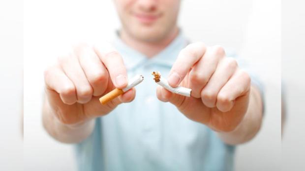 Минздрав Греции требует ужесточить наказания за курение в общественных местах