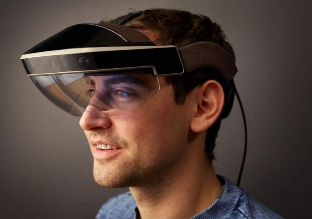 ВIntel изобрели «умные» очки, снабженные лазерным проектором