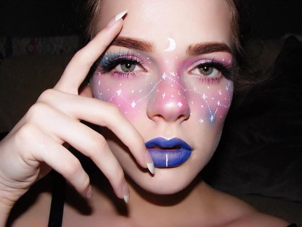 Экзема как искусство: американка маскирует пятна на глазах ярким макияжем