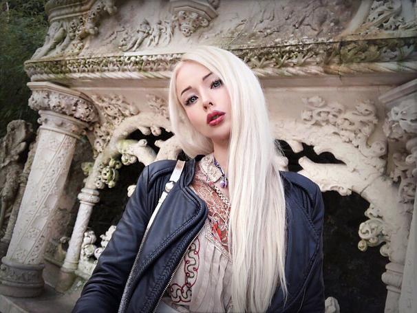 Одесская Барби похвасталась тонкой талией перед подписчиками своего Инстаграма