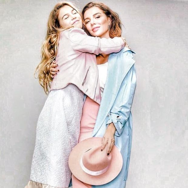 Анна Седокова познакомилась с редактором модного издания и рассказала о своих планах