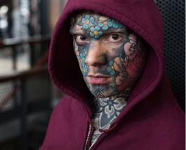 Новая звезда Инстаграм: самый татуированный в мире учитель показал свое яркое тело