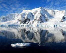 """В Антарктиде обнаружили """"космический корабль"""": находка оказалась отколовшимся куском льда"""