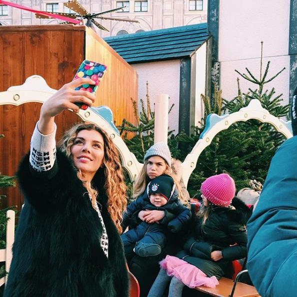 Анна Седокова озадачила фанатов семейным фото: почему певица отдыхает без младшей дочери
